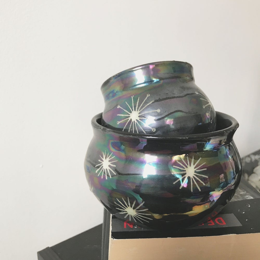 Image of cauldron pot + planter set