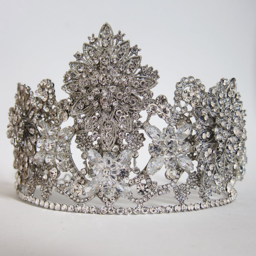 Image of Notre Dame crown (RENTAL ONLY)