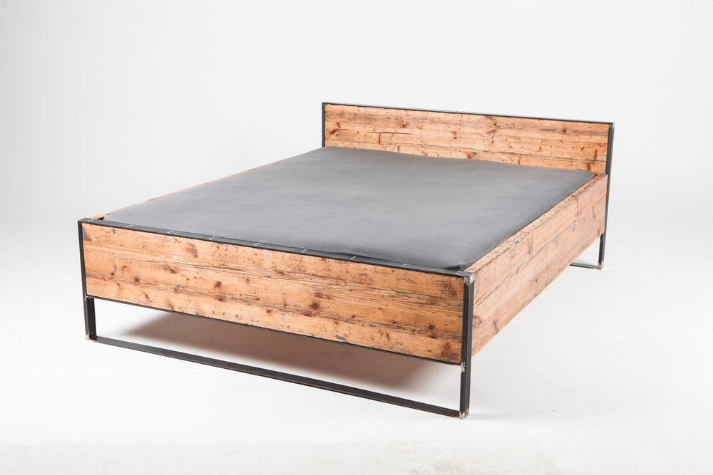 Image of scaffolding bed