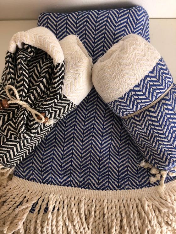 Image of BLUE ROUNDIE + 2 TOWELS
