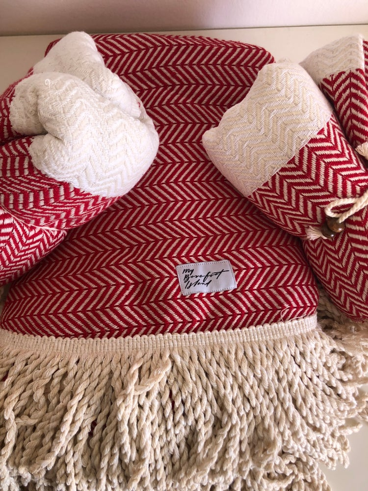 Image of RED ROUNDIE + 2 TOWELS