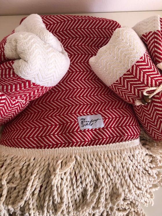 Image of RED ROUNDIE + 2 TOWELS