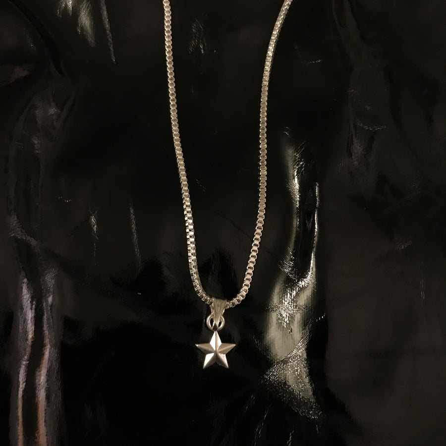 Image of star pendant on box chain