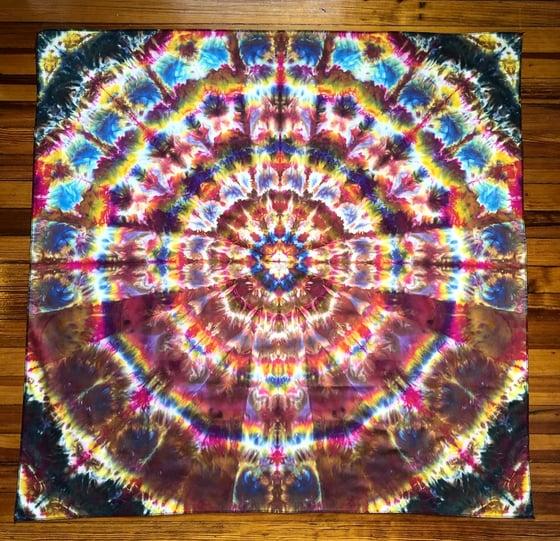Image of Shouldering within Mandala