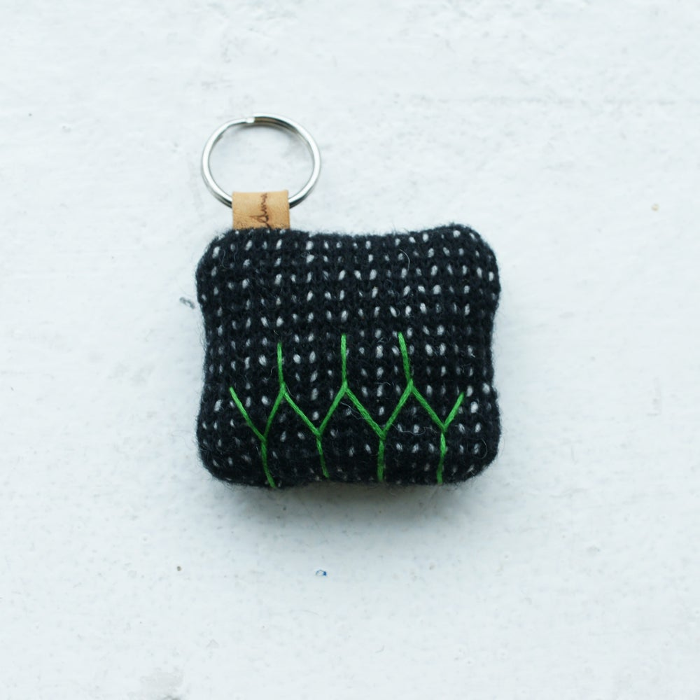 Image of Mini  Pillow pouffe key ring - black and green
