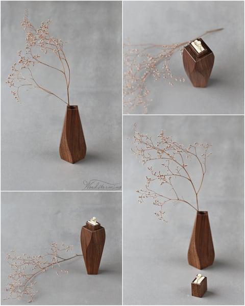 Image of Unique ring box  - wavy vase