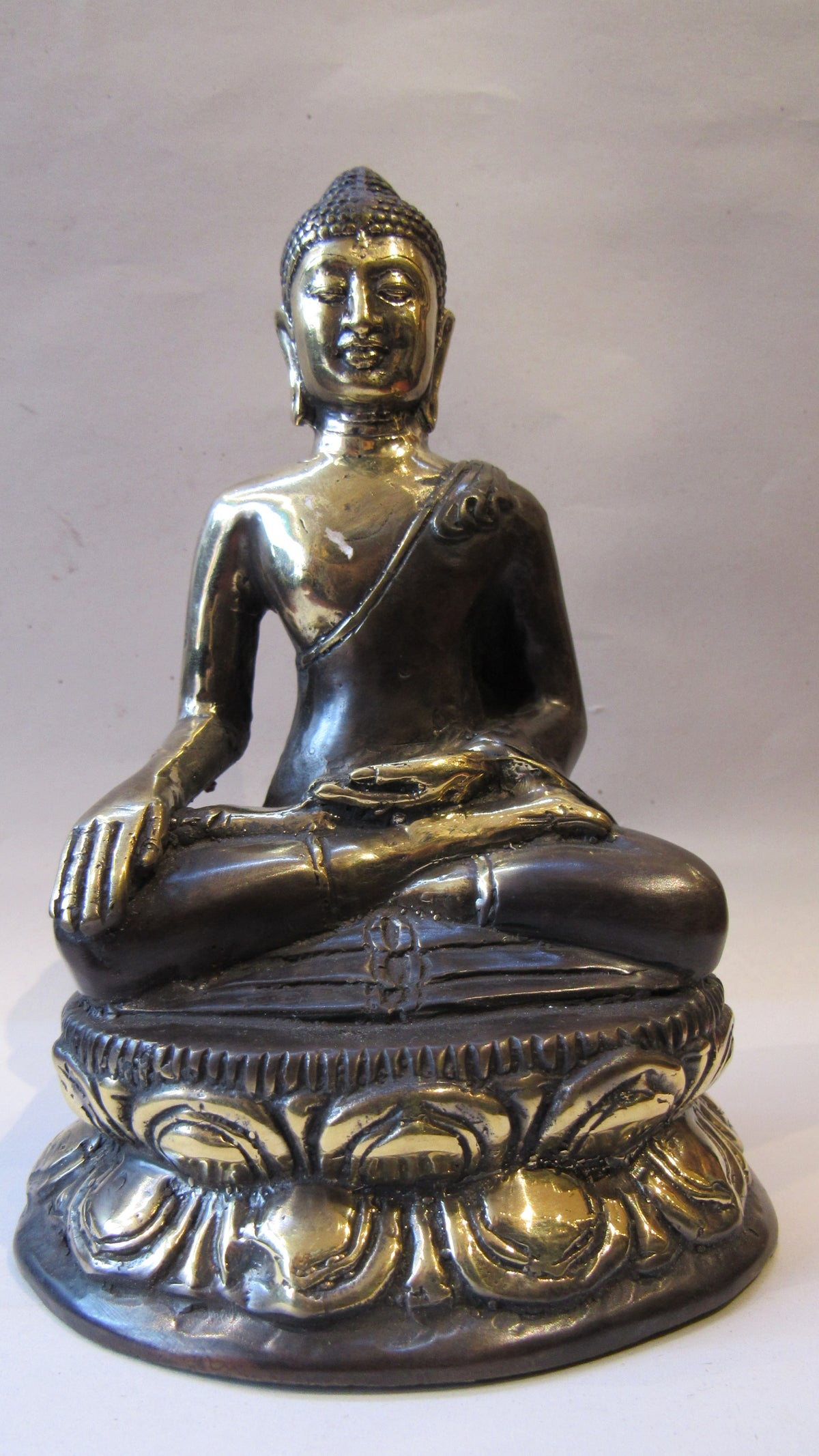 Image of Bronze Meditating buddha