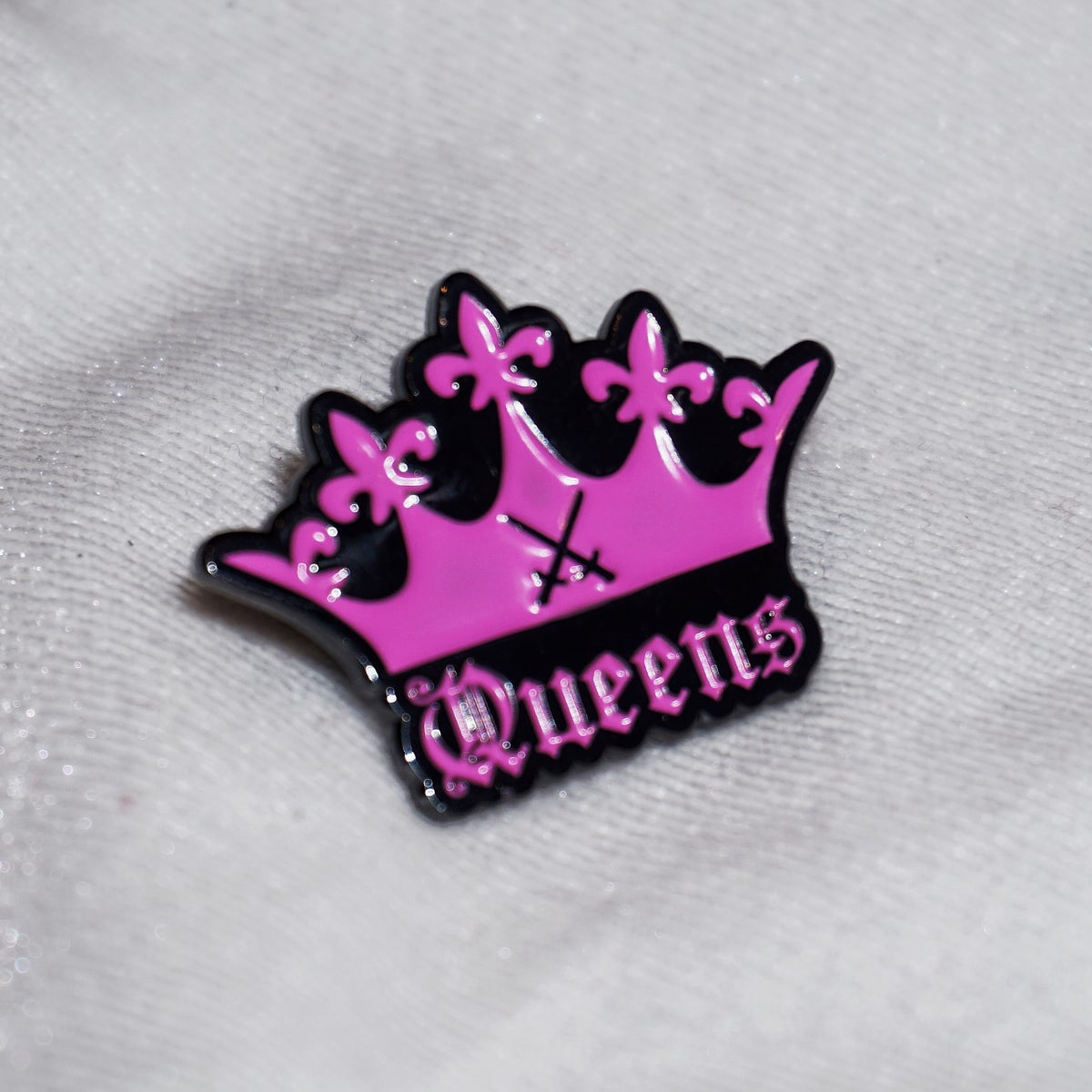"Image of "" QUEENS PIN """