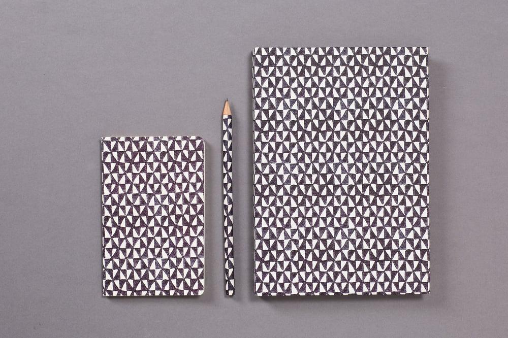 Image of BLACK AND WHITE TRIANGLE KIT / KIT TRIANGOLI BIANCHI E NERI