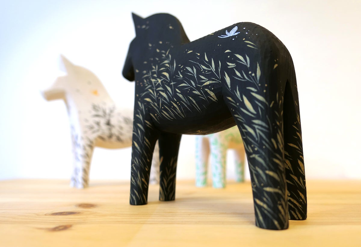 Wild Wind - 'Onyx' Dala Horse