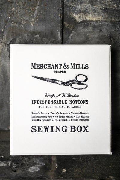Image of Indispensable Notions Sewing Box de Merchant and Mills