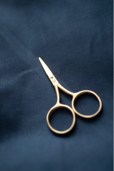Image of Fine work scissors in gold de Merchant and Mills