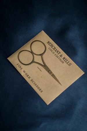Image of Fine work scissors in gold de Merchant and Mills