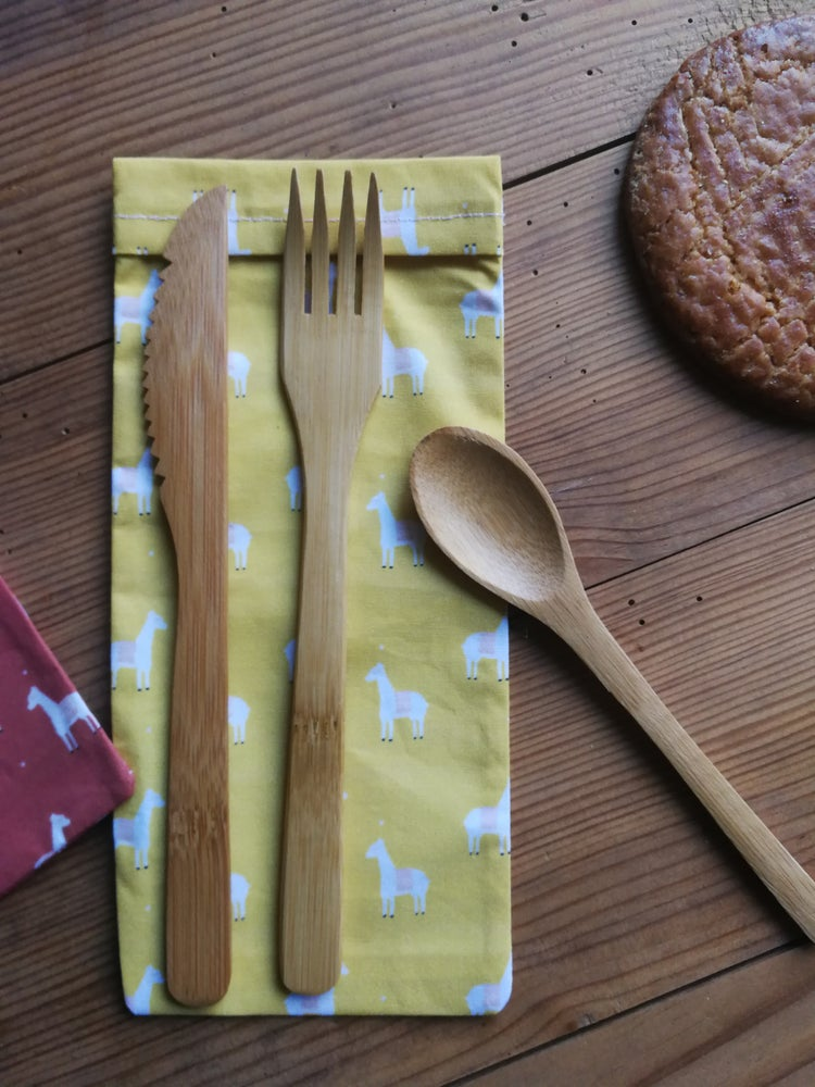 Image of Étui à couverts lama moutarde