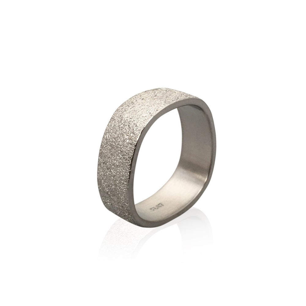 Image of platinum finger shaped ring 7mm x 1.5mm in deep freeze texture