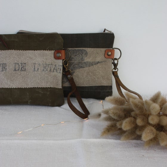 Image of Grandes pochettes plates Poste & Army.