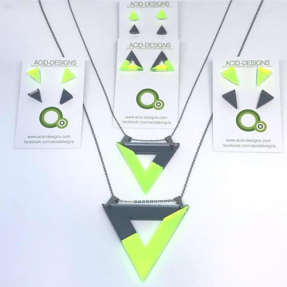 Image of Náhrdelník Acamar šedá  - fluorescentní zelená