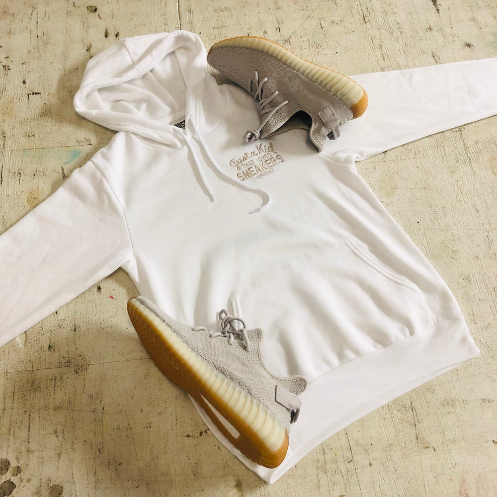 """JUST A KID THAT LOVES SNEAKERS EMBROIDERY """"SESAME"""" T-SHIRT & HOODY,"""