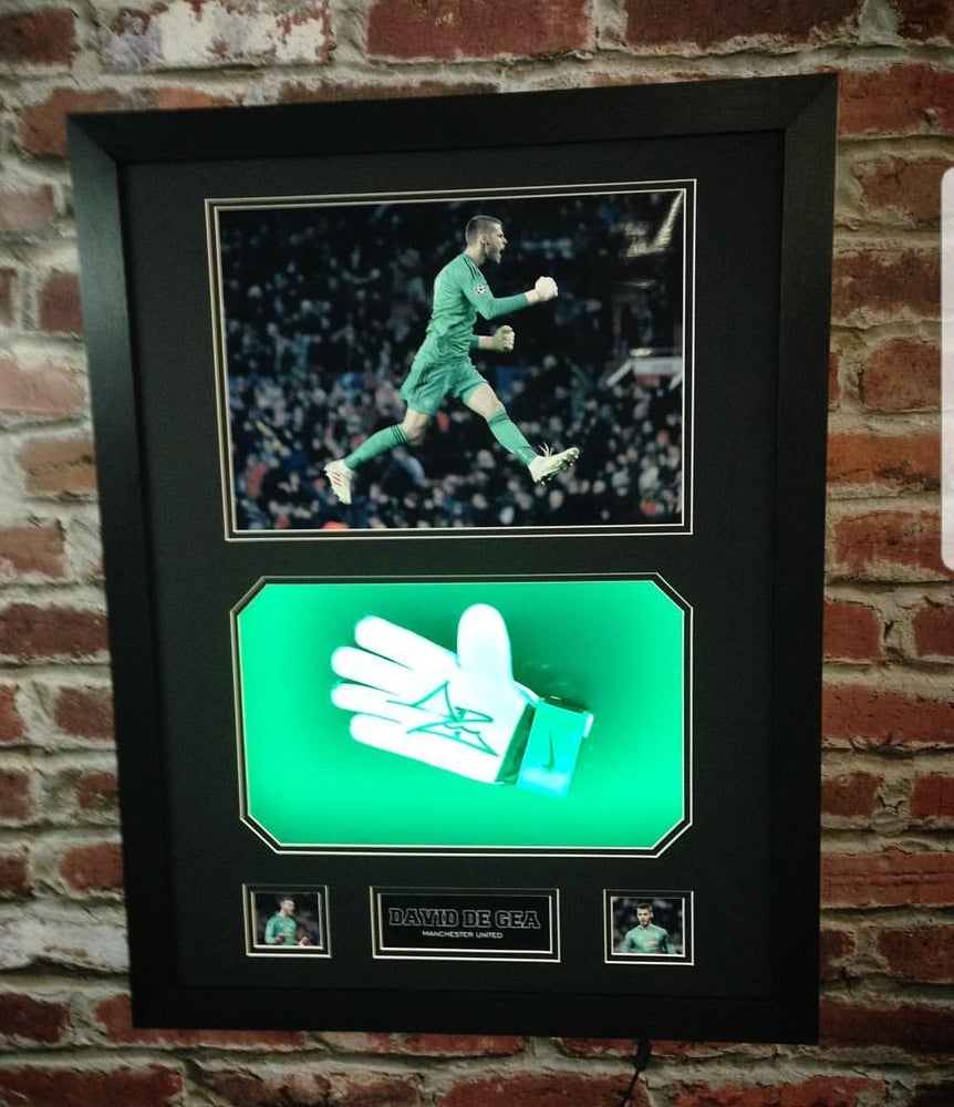 Image of David de gea signed glove 3D frame