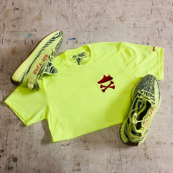"Image of YEEZY CROSSBONES EMBROIDERY ""BLUE TINT/NEON YELLOW"" T-SHIRT"