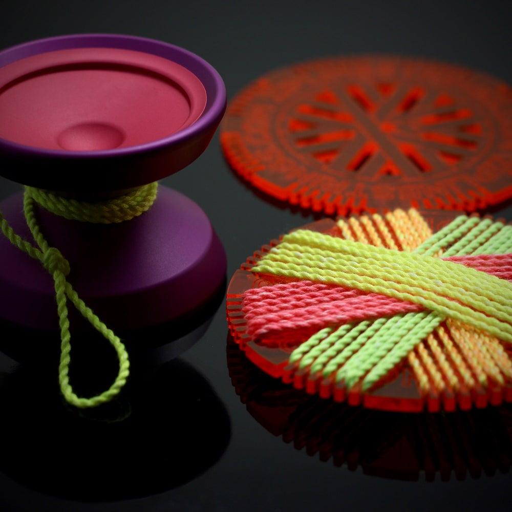 Image of String Thing *Fire-Pink*