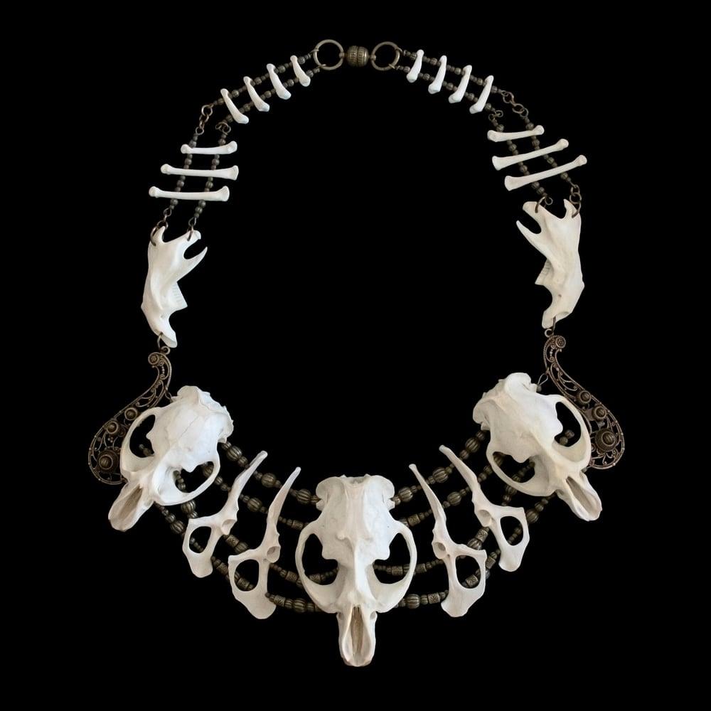 "Image of ""Xa Mai"" Muskrat, Raccoon & Rabbit Bone Necklace"
