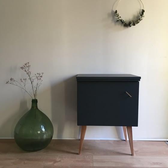 Image of Jules, meuble vintage aux pieds compas