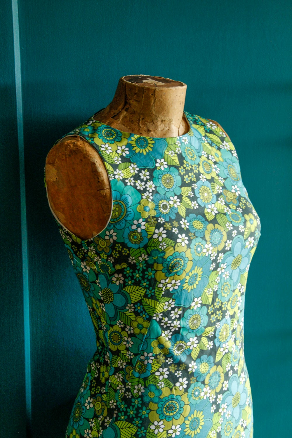 Tiki time shift in our Flower power print in Blue/green