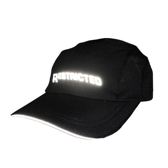 "Image of ""Runner"" Cap (Black/3M)"