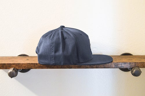 "Image of The ""Hunter"" 5-panel Snapback (Navy)"