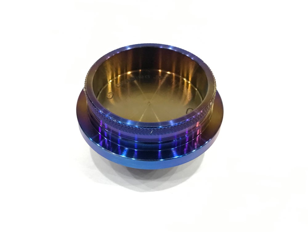 Image of Nissan Titanium oil cap.