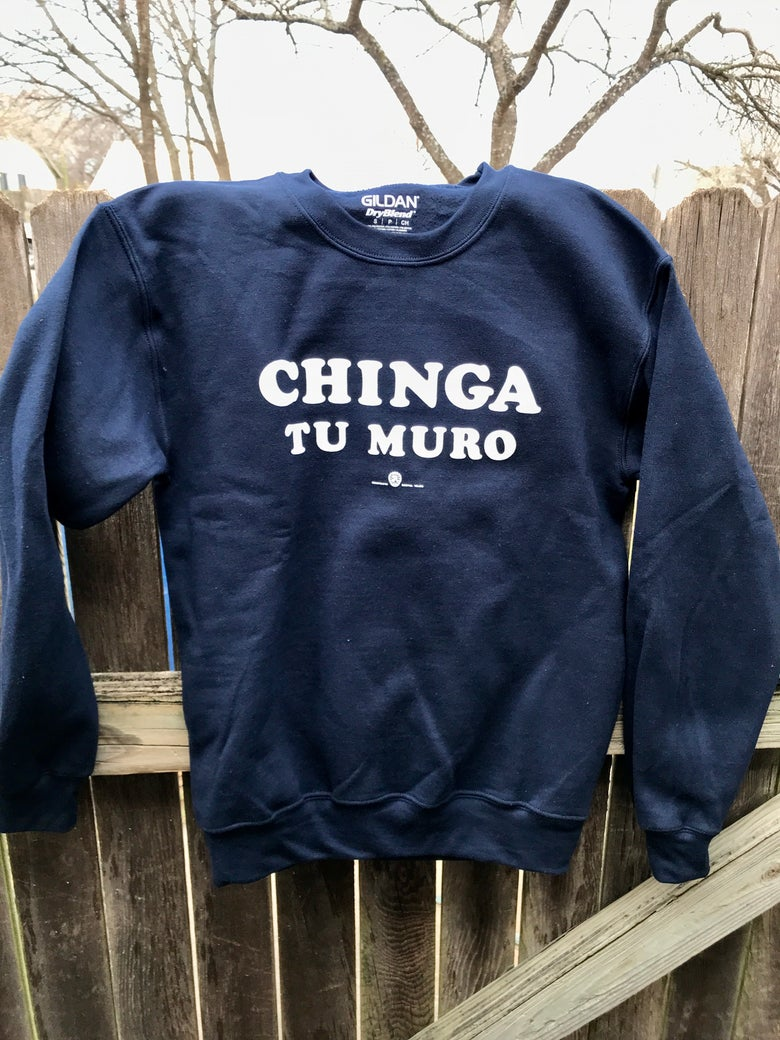 "Image of ""CHINGA TU MURO"" Navy sweater."