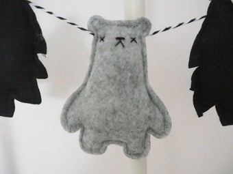 "Image of ""Borris Bear"" Garland"