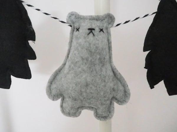 "Image of ""Borris Bear"" Garland"