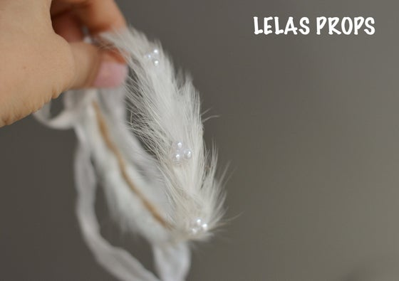 Image of White feathers and pearls halo