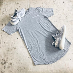 Image of BOOSTED EMBROIDERY LONG BODY T-SHIRT W/ SCALLOPED BOTTOM HEM