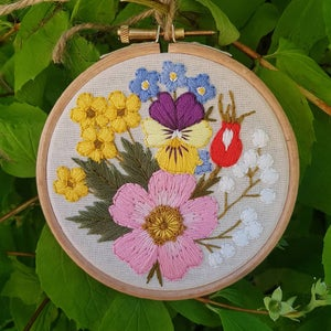 Image of Floral embroidery/ 4 inch round hoop