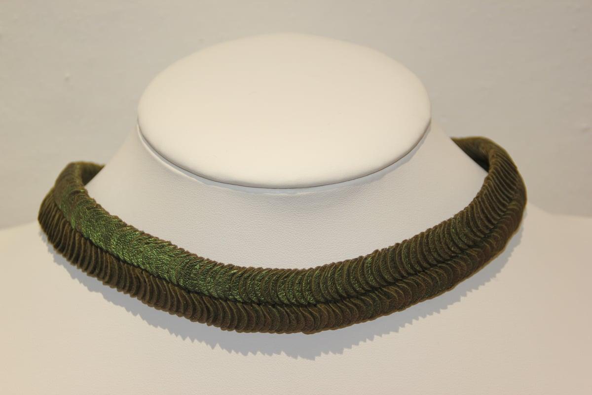 Image of ras du cou vert métallisé