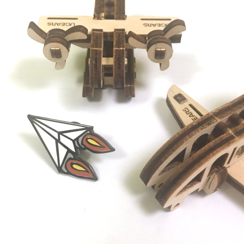 "Image of trusty flying machine | 1"" enamel pin"