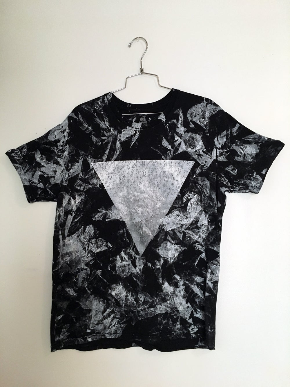 "Image of Marbled ""QYRAMID"" TEE"