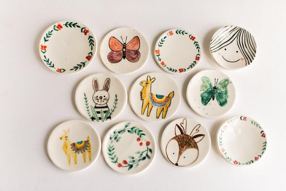 Image of PLATITO ILUSTRADO DECORATIVO: animales y motivos florales