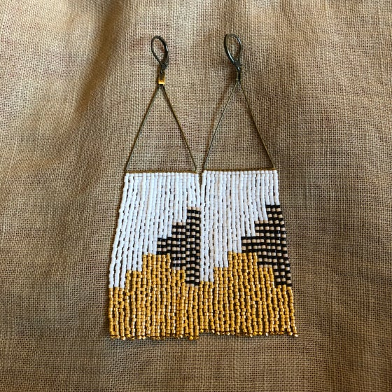 Image of NEWPORT 1922 - Gold, white, and stripe fringe earrings