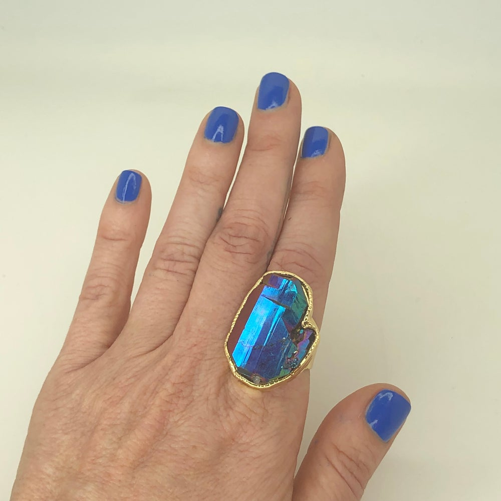 Image of Peacock Aura Quartz ring in gold