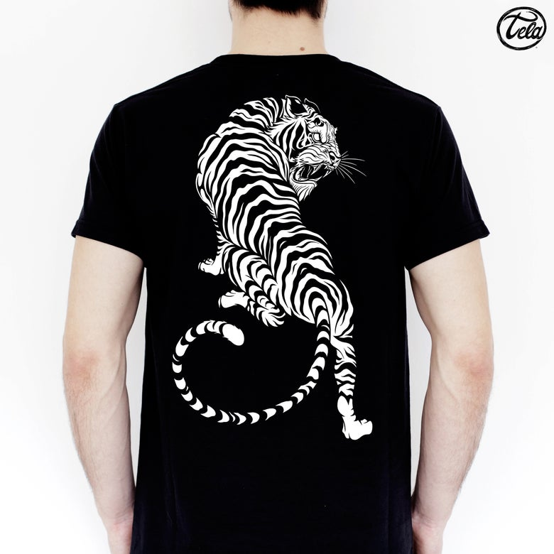 Image of Eleganza Striata Black Tee