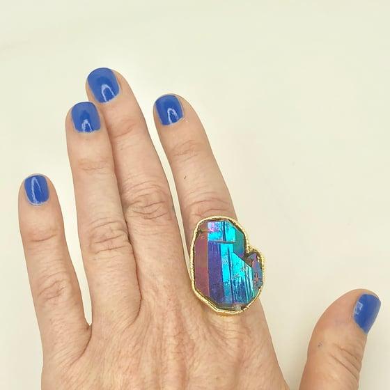 Image of Peacock Aura Quartz ring in gold