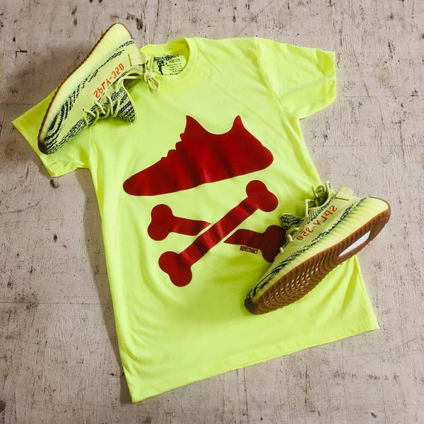 "Image of YEEZY CROSSBONES ""NEON YELLOW"" PRINTED T-SHIRT"