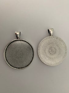 Image of 10 x 38mm Antique Silver round pendant trays