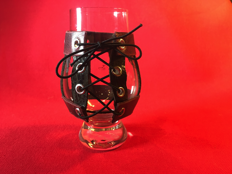 Image of RED AND BLACK GLENCAIRN BEER GLASS LEATHER LANYARD