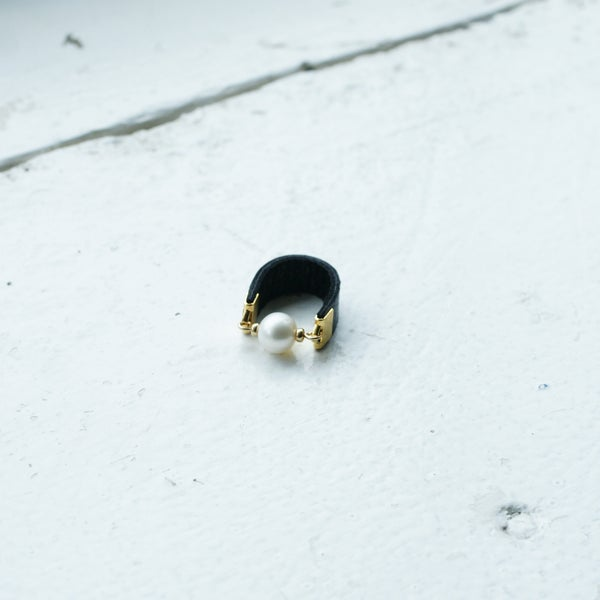 Image of Dot Ring -  Fresh water Pearl and black