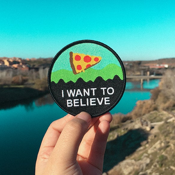 Image of 'I WANT TO BELIEVE (IN PIZZA)' PATCH
